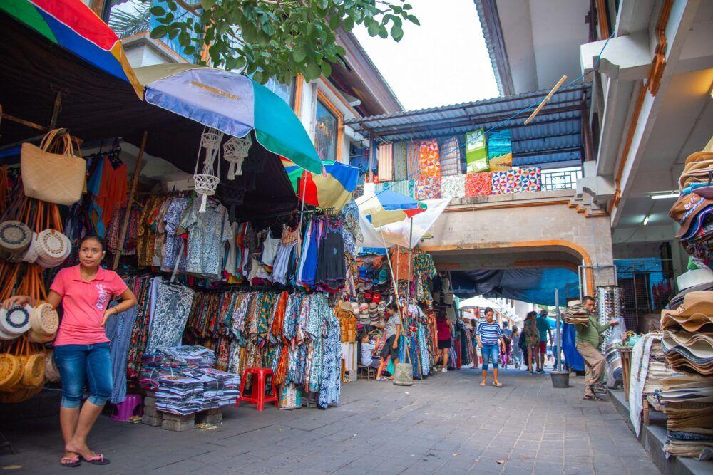 Articles religieux au marché d'art d'Ubud