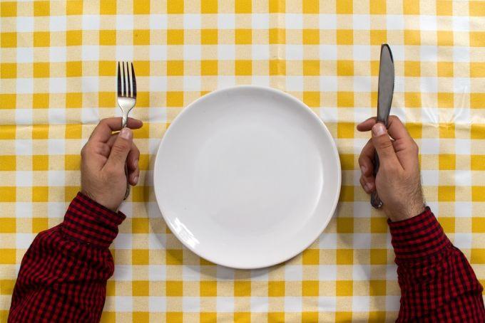 Attendez pour commencer à manger