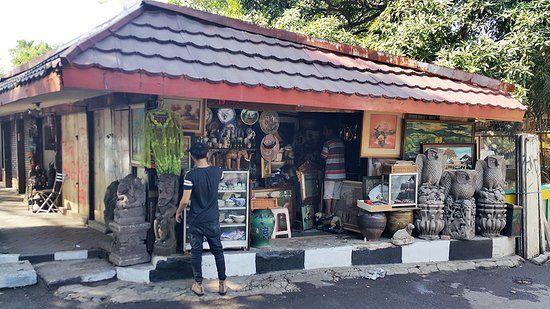Ce que vous trouverez sur Jalan Surabaya