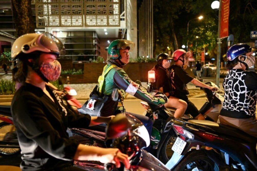 Chauffeurs de vélo et de taxi au Vietnam