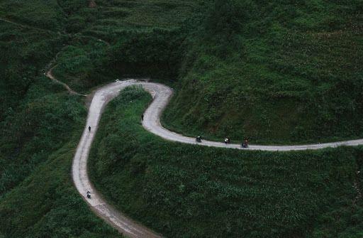 Conduire sur les routes du pays
