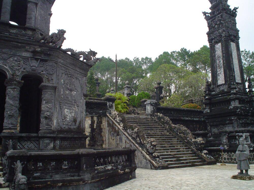 Dragons le long tombeau de Khai Dinh
