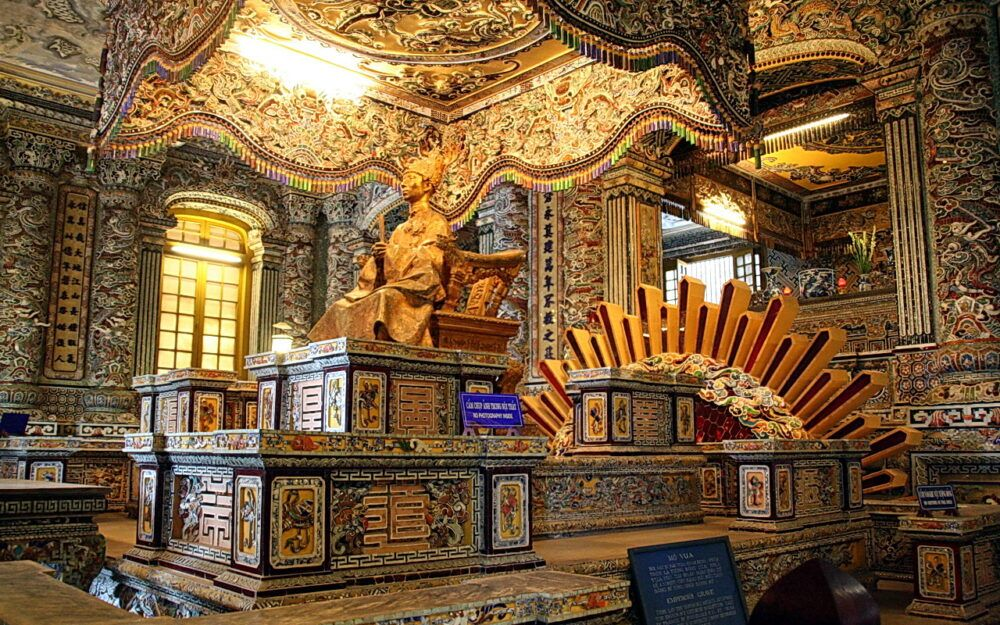 Exploration du tombeau de Khai Dinh