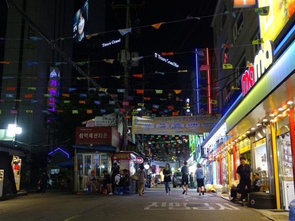 Explorer les ruelles de Itaewon