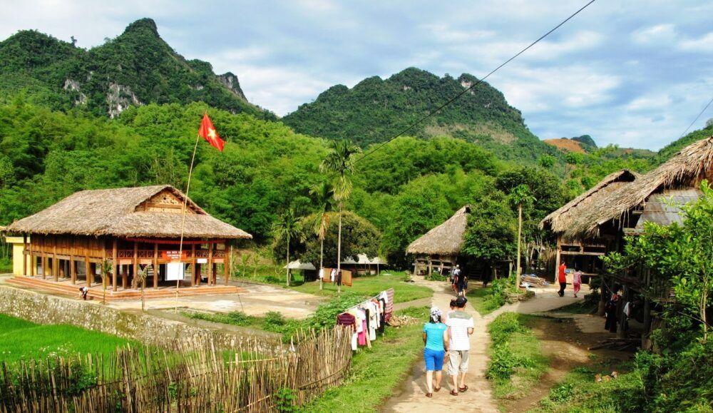 Explorez les grottes de Mai Chau