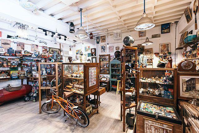 Faites du shopping d'antiquités à Cubao X