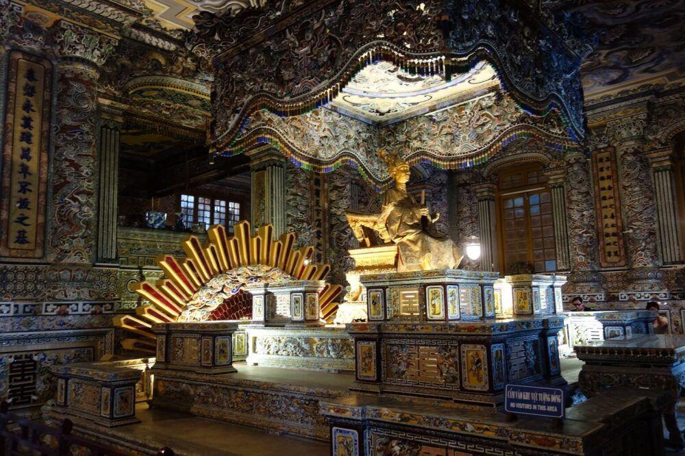 La crypte de l'empereur, palais de Thien Dinh