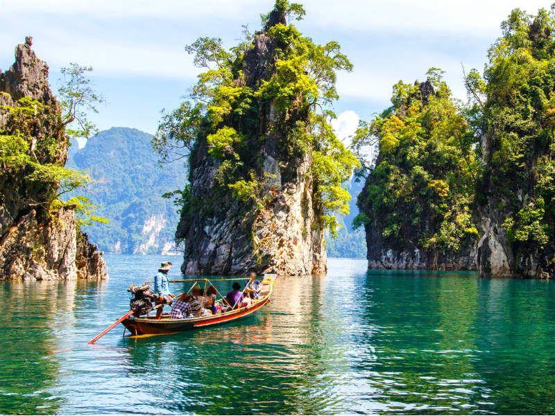 Lac Cheow Lan : Lac artificiel dans une forêt tropicale
