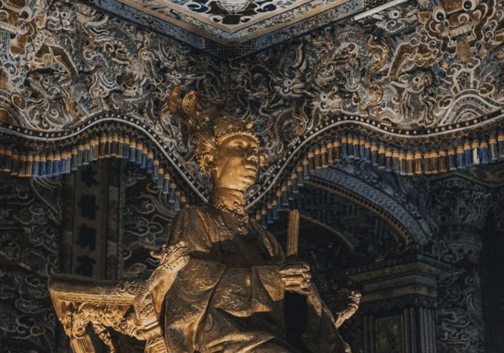Les Mystérieuses Tombes Royales de Hue