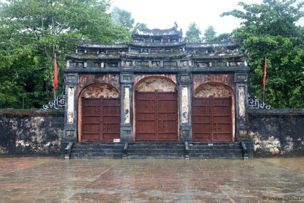 Les bâtiments de la tombe royale de Minh Mang