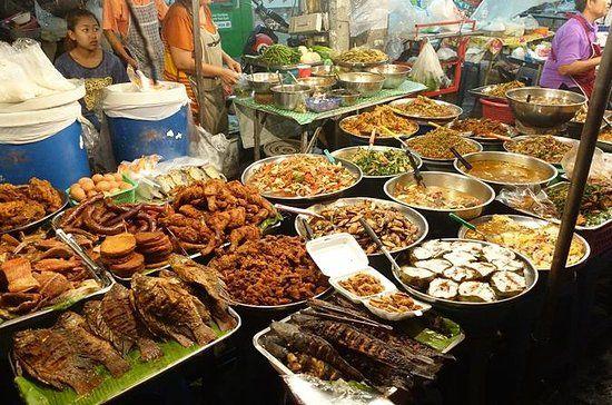 Manger dans les rues de Chiang Mai
