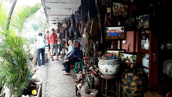 Marchandage des prix à Jalan Surabaya