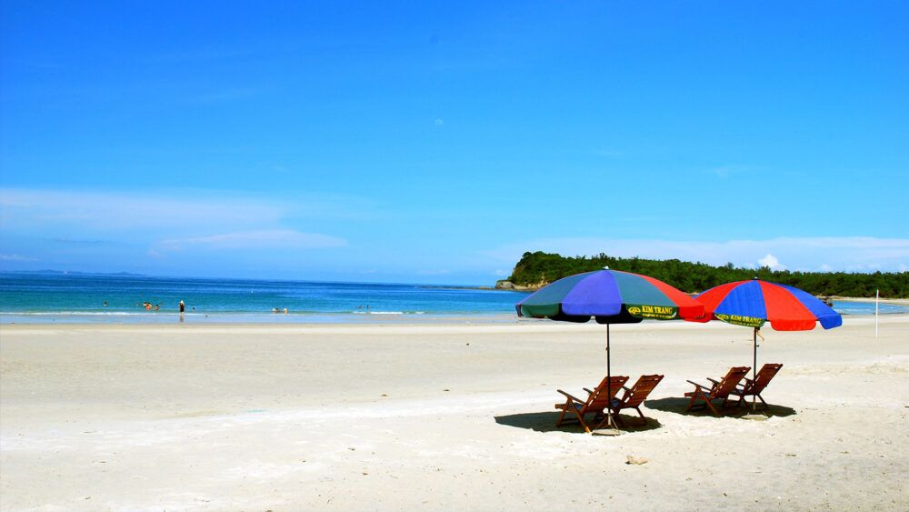 Minh Chau Beach, Quan Lan