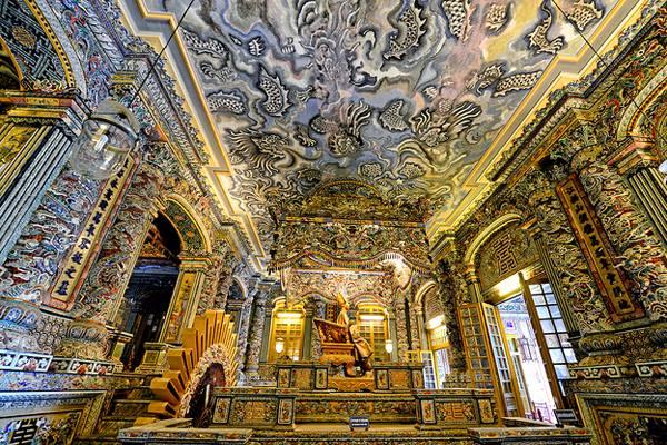 Mosaïque de porcelaine incrustée, Palais de Thien Dinh