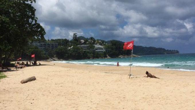 Ne vous baignez pas sur les plages où flottent des drapeaux rouges