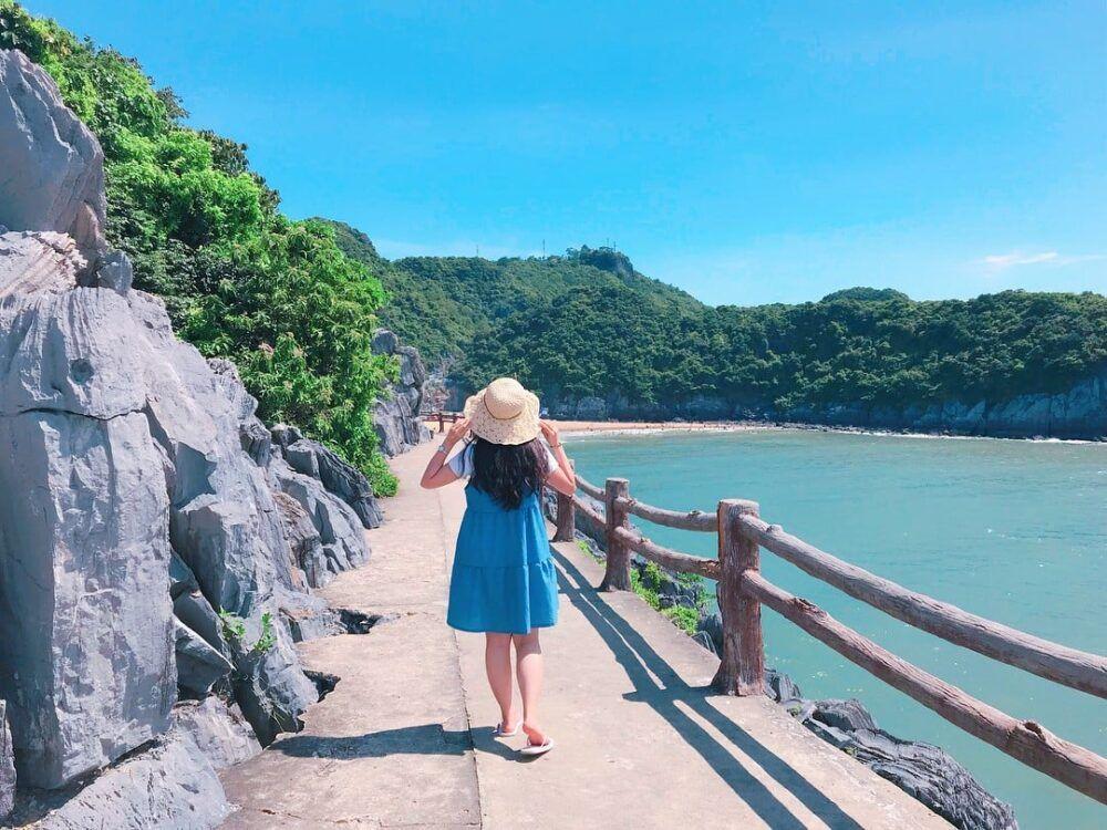 Randonnée à travers l'île de Cat Ba