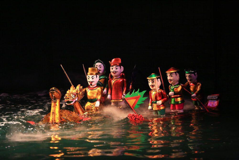 Regardez un spectacle traditionnel au théâtre de marionnettes aquatiques de Thang Long