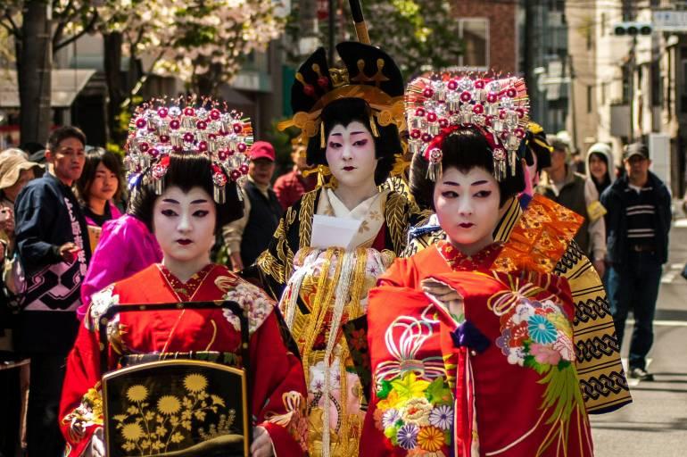 Siroter du thé dans une maison de geisha