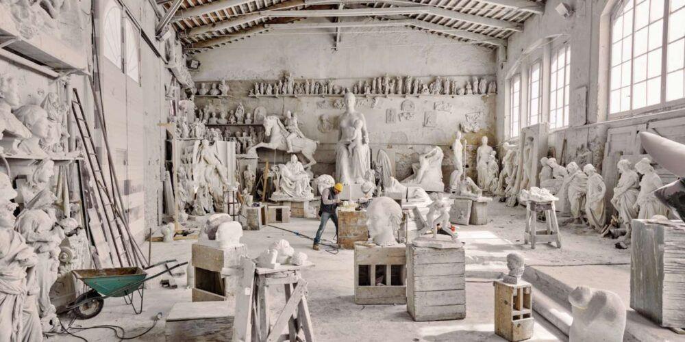 Statues de marbre en vente dans les carrières de marbre des montagnes