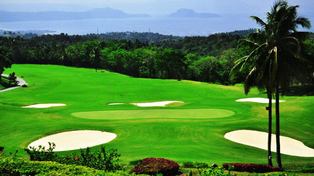 Tee Off at the Oldest Golf Course in the Philippines
