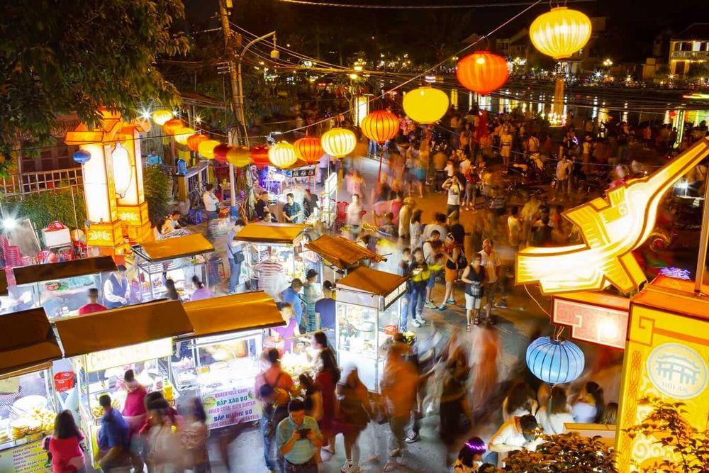 Visitez le marché nocturne