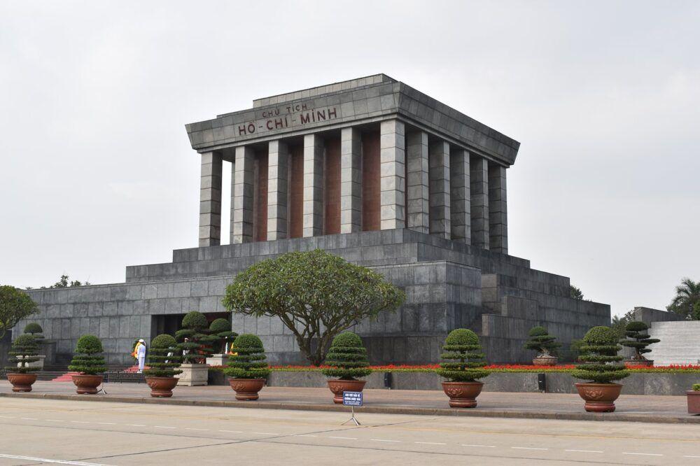 Visitez le mausolée d'Ho Chi Minh