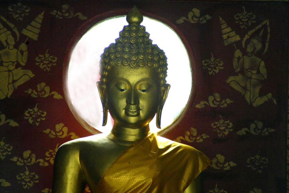 Voir la célèbre tête de Bouddha