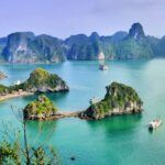 Explorer et s'aventurer dans la baie d'Ha Long au Vietnam